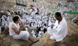 jamaah-haji-memanjatkan-doa-di-bukit-jabal-_131015002234-452