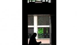 seorang-perempuan-membaca-kitab-suci-alquran-usai-melaksanakan-ibadah-_120723160610-226