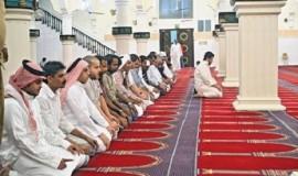 umat-muslim-melakukan-shalat-berjamaah-di-masjid-ukash-_130731145314-969