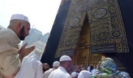 sejumlah-umat-islam-berdoa-di-multazam-masjidil-haram-makkah-_141006135501-514